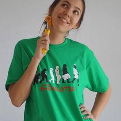 Estudiante de medicina de Bellvitge con su camiseta personalizada